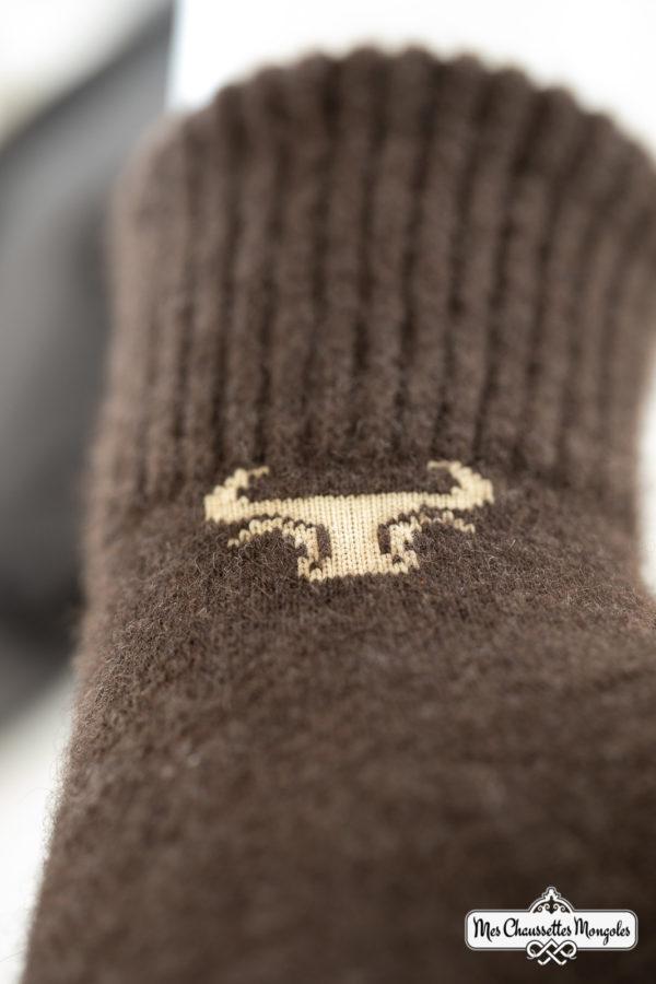 Détail de nos chaussettes chaudes de Mongolie en yack.