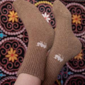 La chaussette de Mongolie en duvet de chameau est très réputée pour sa chaleur.